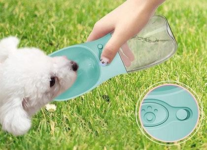Las mejores botellas de agua para perros